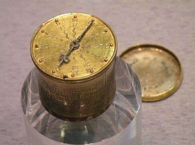 Dosenförmige tragbare Uhr, Peter Henlein zugeschrieben (Germanisches Nationalmuseum)
