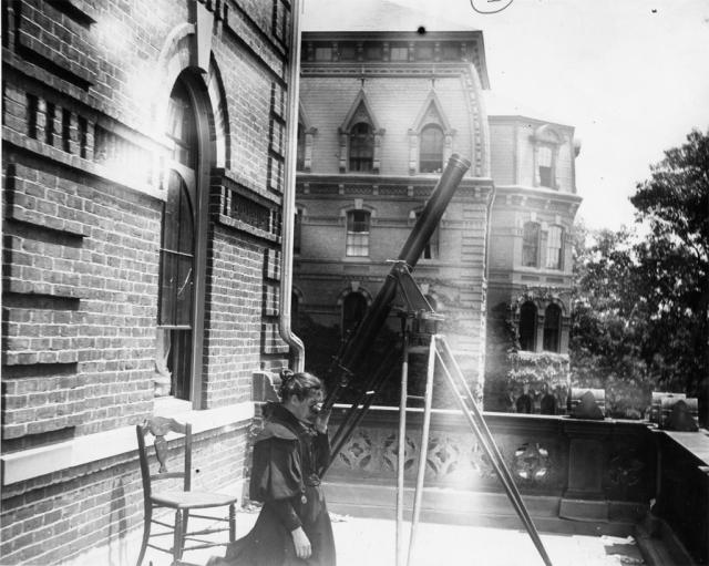 Annie Jump Cannon outside Wellesley Coolege Hall 1884