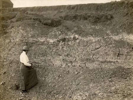 Who is this unknown trowelblazer examining the Kimmeridge Clay at Bliss's Pitt, Stewkley, Bucks? Digitised from the Geologists' Association Carreck Archive, reproduced with permission of the British Geological Survey.