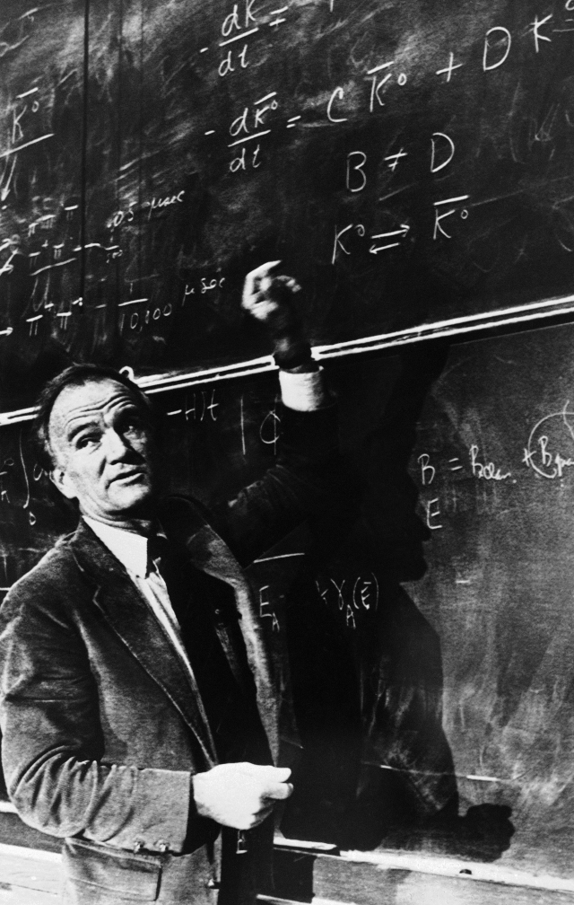Val Logsdson Fitch, who won the Nobel Prize for physics, at Princeton University in 1980. (Kanthal/ASSOCIATED PRESS)