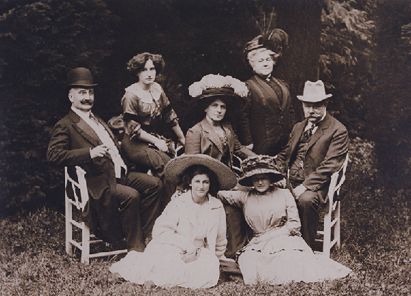 Jacob Philipsborn family, Wildbad 1910. Front row, left to right: unidentified woman, Gerda. Back row: unidentified man, Claire, Ida, unidentified woman, Jacob. Photo courtesy Gerry Brent.