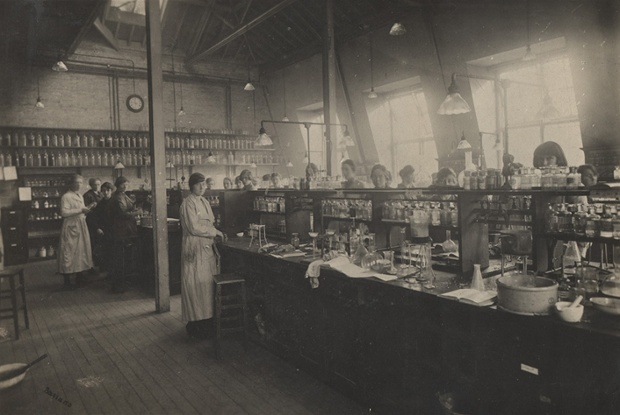 Bedford College chemistry lab in 1920. Photograph: Archives, Royal Holloway, University of London Source: The Guardian
