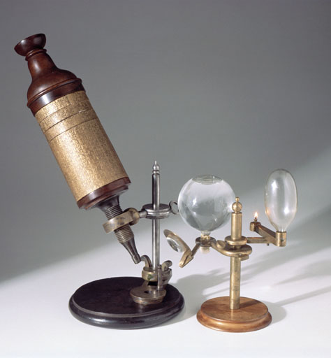Microscope 1927-437. A full-size reconstruction of Robert Hooke's compound microscope. © Science Museum/SSPL