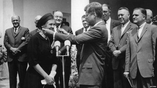 Dr Kelsey received a presidential award from John F Kennedy in 1962