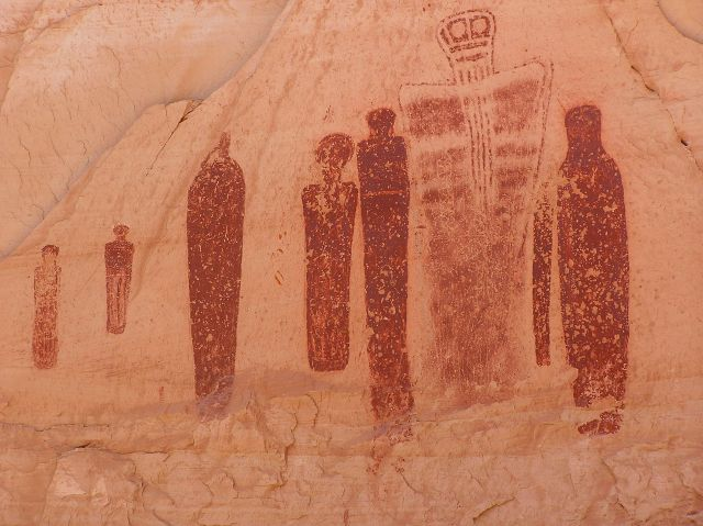 Native American pictograph (painted rock art) from a panel of images found in Horseshoe/Barrier Canyon, Canyonlands National Park, Utah. (Image via wikimedia commons user Scott Catron, used under a CC BY-SA 3.0 license.)