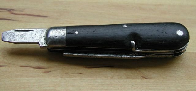 Modell 1890, the first Swiss Soldier Knife produced by Wester & Co. Solingen. (Photo: Cutrofiano/WikiCommons CC BY-SA 3.0)