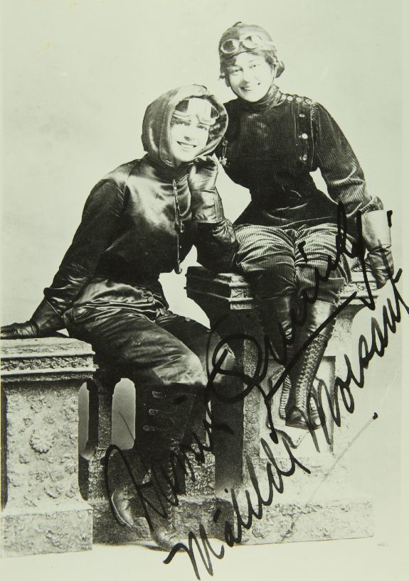 A signed photograph of Harriet Quimby and Matilde Moisant. (Photo: San Diego Air and Space Museum Archives/flickr)