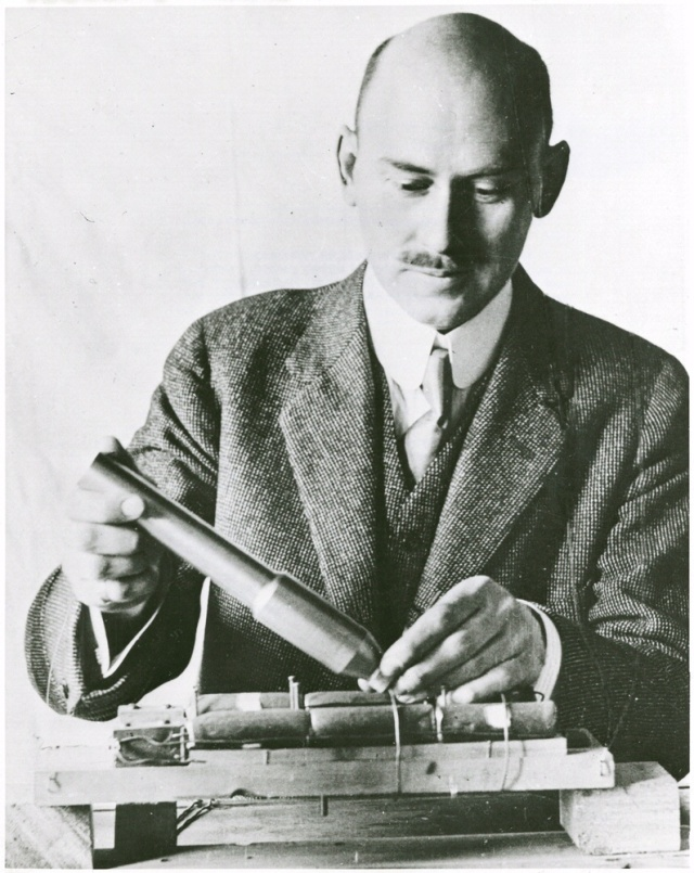 Robert Hutchings Goddard was born in Worcester, Massachusetts, in 1882. The phyicist determinedly pursued his spaceflight obsession.