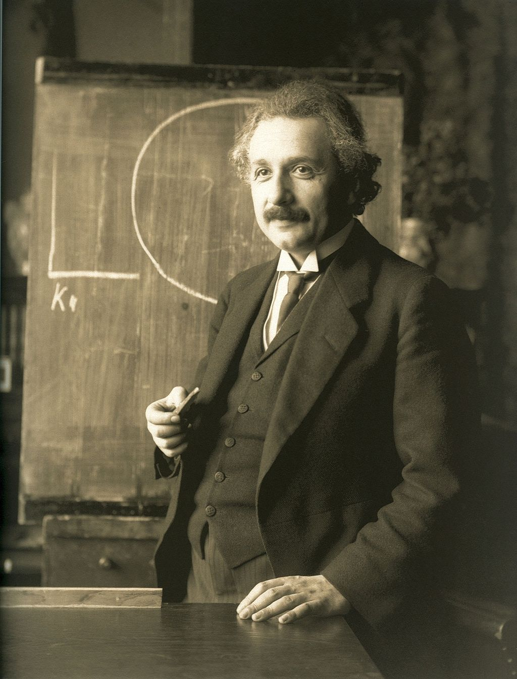 File general gary edward luck jpeg wikimedia commons - Albert Einstein During A Lecture In Vienna In 1921 By F Schmutzer Source Wikimedia Commons
