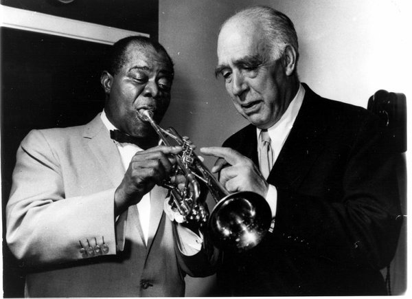 Renowned quantum physicist Niels Bohr with acclaimed jazz trumpeter, composer and singer Louis Armstrong h/t Paul Halpern Source: Unknown