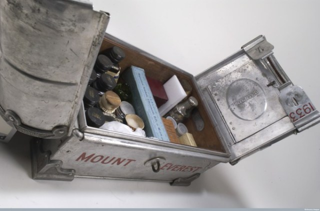 L0035747 Tabloid medicine chest used on 1933 Mount Everest Expedition Credit: Wellcome Library, London.