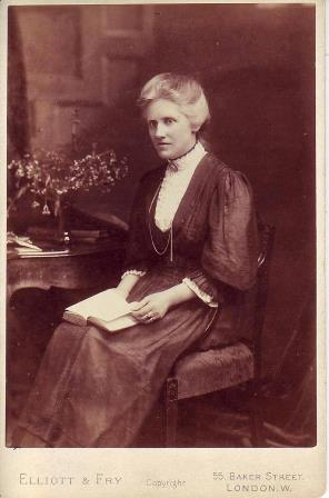 Annie Scott Dill Russell (later Annie Maunder), the solar physicist proposed for RAS Fellowship in 1892, who was finally admitted in 1916. Credit: Courtesy of Dorrie Giles.