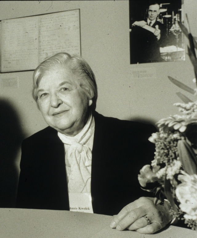 Photograph of Stephanie Kwolek, taken at Spinning Elements, Chemical Heritage Foundation