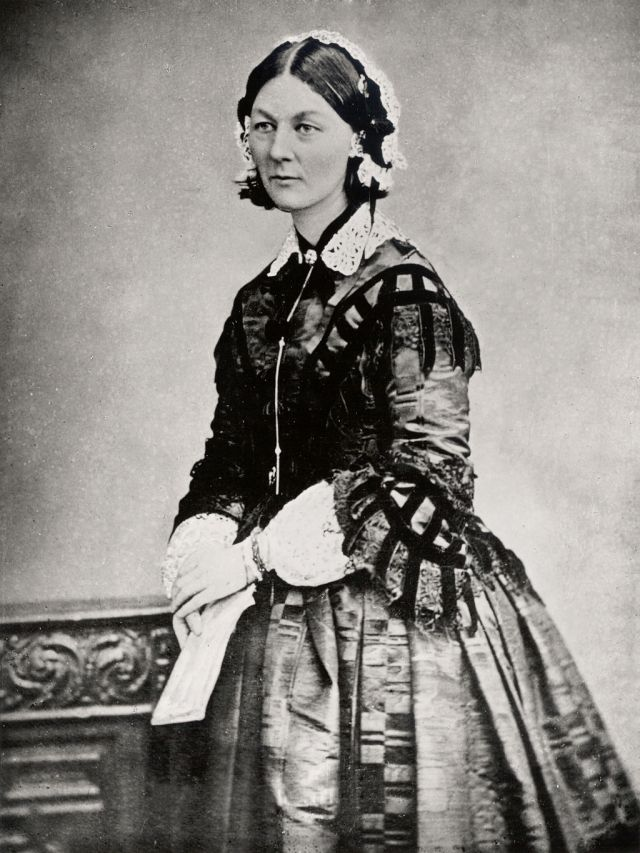 1024px-Florence_Nightingale_three_quarter_length