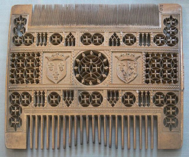 A French wooden comb from the 16th century. (Photo: Public Domain)