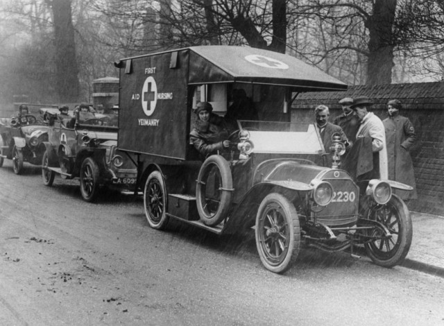 First Aid Nursing Yeomanry (FANYs) in ambulances. © NMeM/Daily Herald Archive/ SSPL
