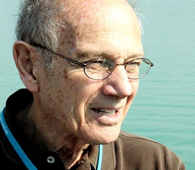 Particle pioneer: James Cronin 1931–2016 Cronin at the 2010 Lindau Nobel Laureate Meeting. (CC BY-SA 3.0 Markus)