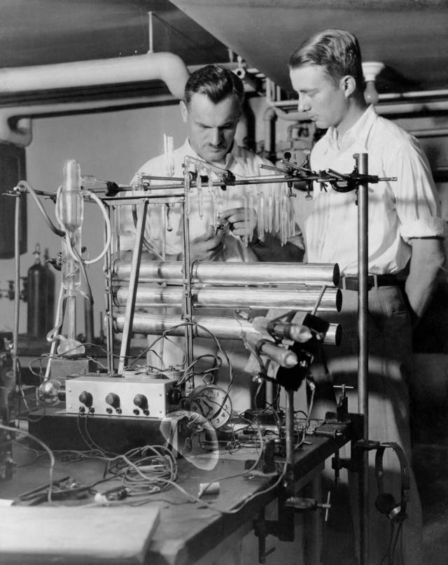 Compton at the University of Chicago in 1933 with graduate student Luis Alvarez next to his cosmic ray telescope. Source: Wikimedia Commons