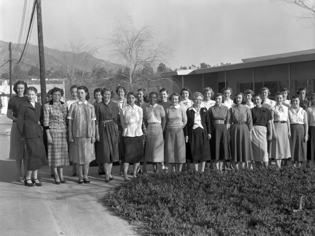 "The women ""computers"" pose for a group photo in 1953. (Courtesy NASA/JPL-Caltech)"
