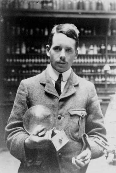 Henry G. J. Moseley in the Balliol-Trinity Laboratories, Oxford (1910). Source: Wikimedia Commons