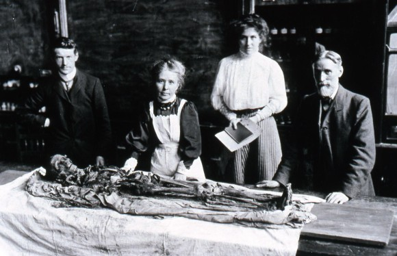 Margaret Murray, front centre, with Miss Hart-Davies, Mr Standen and Mr. Wilfred Jackson (May 1908). Murray supervised the public unwrapping - in front of an audience of 500 people – of a mummy from the Tomb of the Two Brothers at the Manchester Museum. Copyright Manchester Museum, all right reserved.