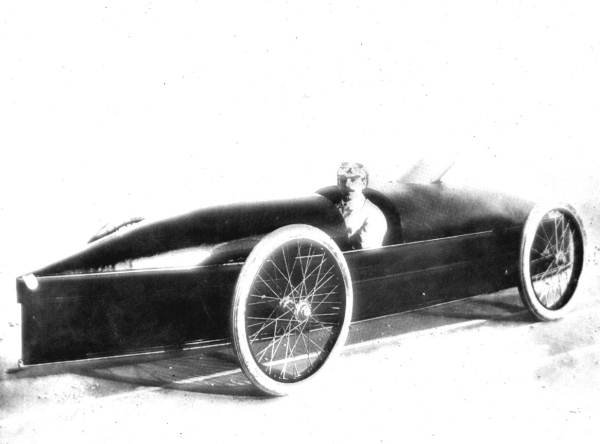 Fred Marriott in his modified Stanley Steamer, the Rocket, shortly before he broke the land-speed record. (Wikimedia Commons)
