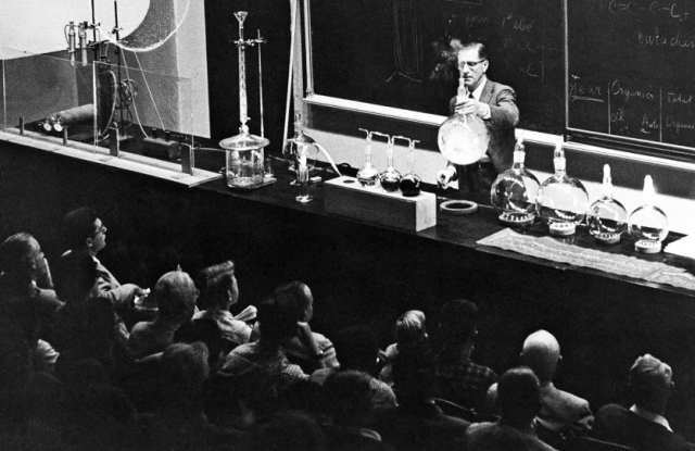 Haagen-Smit giving a lecture on smog, ca. 1960s. Courtesy of the Archives, California Institute of Technology