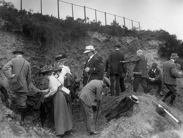 Margaret Crosfield on a Geologists' Association field trip to Leith Hill with Professor Lapworth (From Burek and Malpas, 2007).