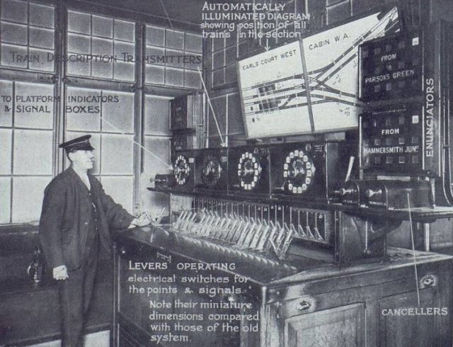 Earls Court Station's new signal box controlling the District's widened approaches and tunnels, 1914. Capacity increase was 40-50 trains per day h/t @TurnipRail